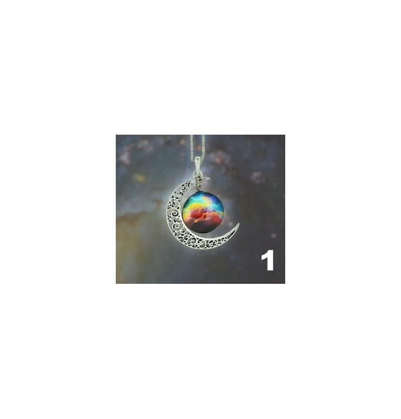 88527525dbe7 Collier avec pendentif croissant de lune et cabochon galaxie