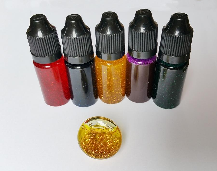 Flacon de liquide coloré à paillettes