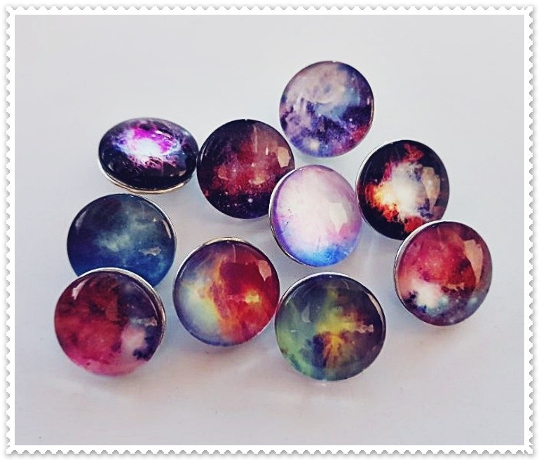 Lot de 10 boutons pression univers