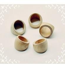 Bague anneau en bois clair.