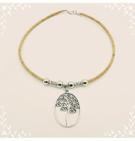 Collier en liège avec pendentif motif arbre.