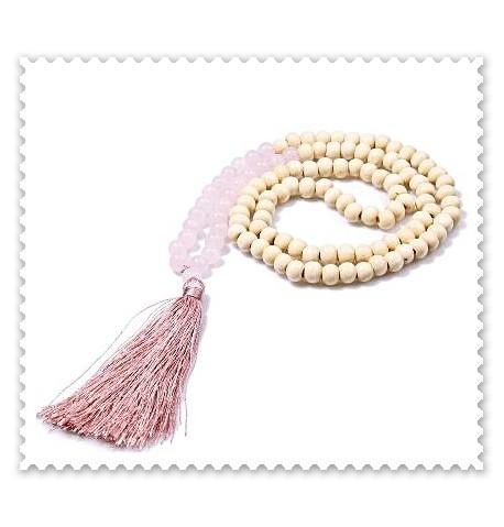 Collier perles en bois et perles semi-précieuses.