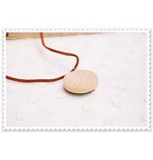 Collier pendentif en bois motif cerf.