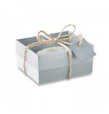 Bougie en forme de pierre dans une boite cadeau